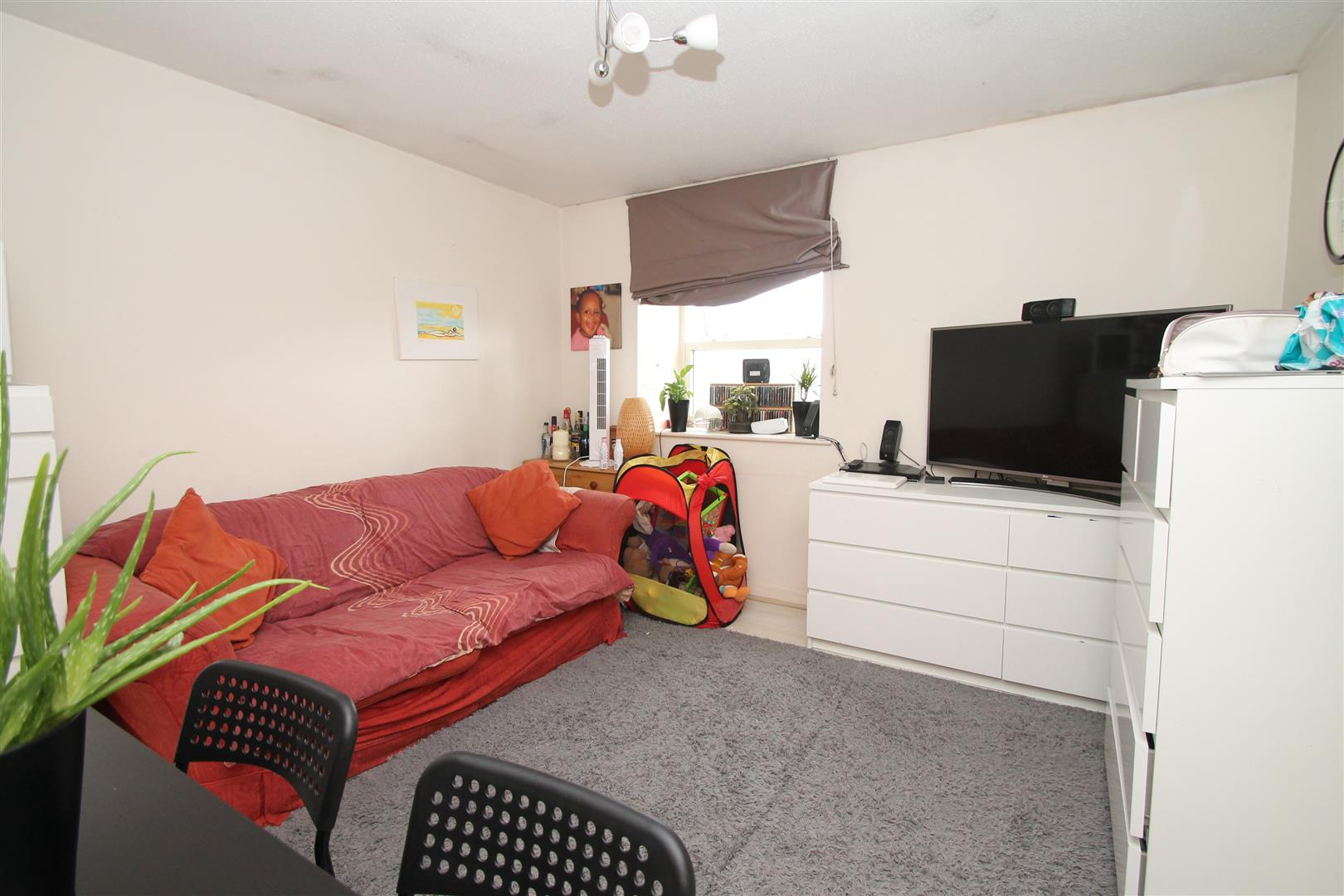 1 Bedroom Studio Flat for sale in Millstream Close, London N13 6EF